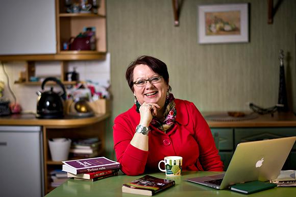 Toimittaja, tutkija ja tietokirjailija Ulla Järvi aloittaa Suomen tiedetoimittajain liiton pääsihteerinä 1. marraskuuta 2014.