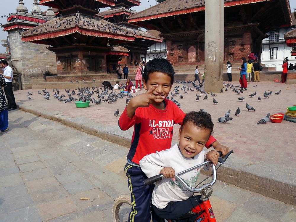Päivä paistoi Kathmandun Durbarin aukiolla maaliskuun lopussa.