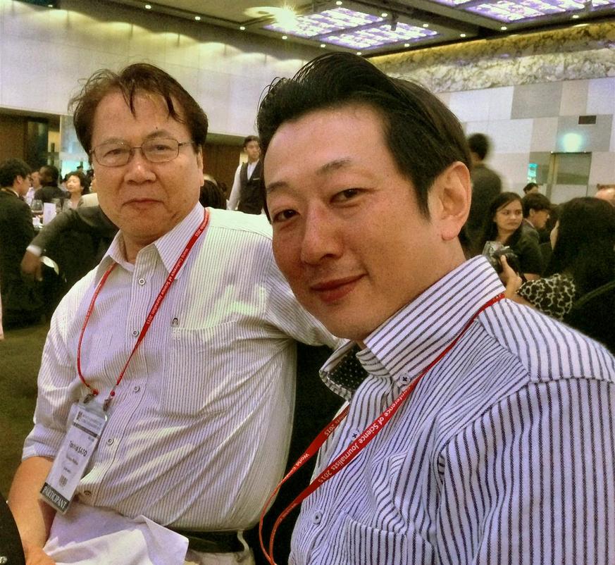 Fukushima-tiedotusta tutkinut Wasedan yliopiston tiedotusopin professori Mikihito Tanaka (oikealla) ja Science Window -lehden päätoimittaja Toshio Sato osallistuivat Soulin maailmankonferenssiin. Kuva Teuvo Peltoniemi