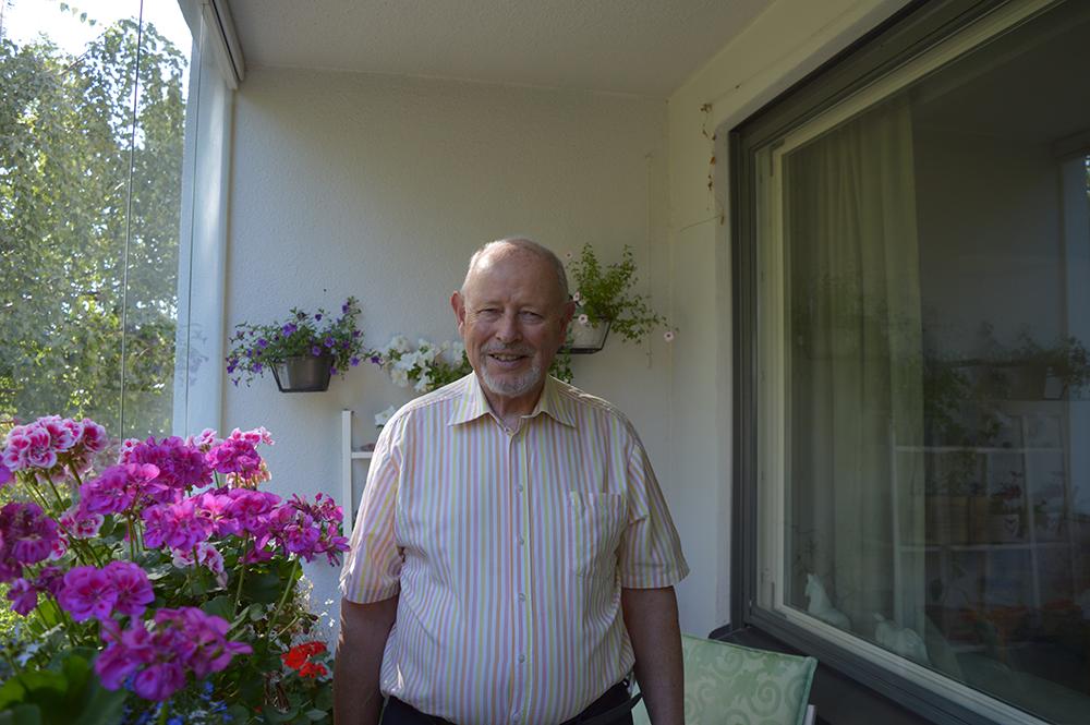 Paul Fogelberg työskenteli määrätietoisesti ja näkemyksellisesti tieteellisten toimittajien järjestäytymisen puolesta vuodesta 1973 lähtien. Maaliskuussa 1985 hänen ponnistelunsa tuottivat hienon tuloksen, kun Suomen tiedetoimittajat ry perustettiin. Elokuussa 2015 hän totesi viihtyneensä paremmin organisaattorina kuin tutkijankammiossa. Kuva: Vesa Niinikangas