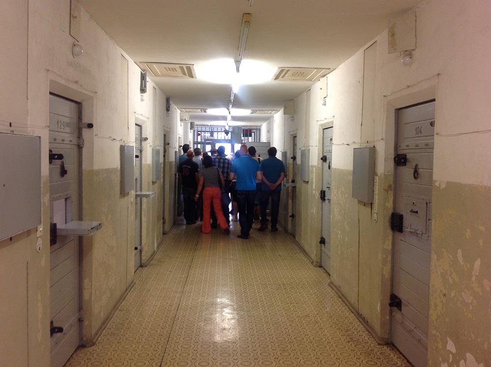 Stasi-museon selleissä pidettiin huoli siitä, etteivät vangit näe toisiaan tai pysty olemaan ihmiskontaktissa. Kuva: Salla Nazarenko