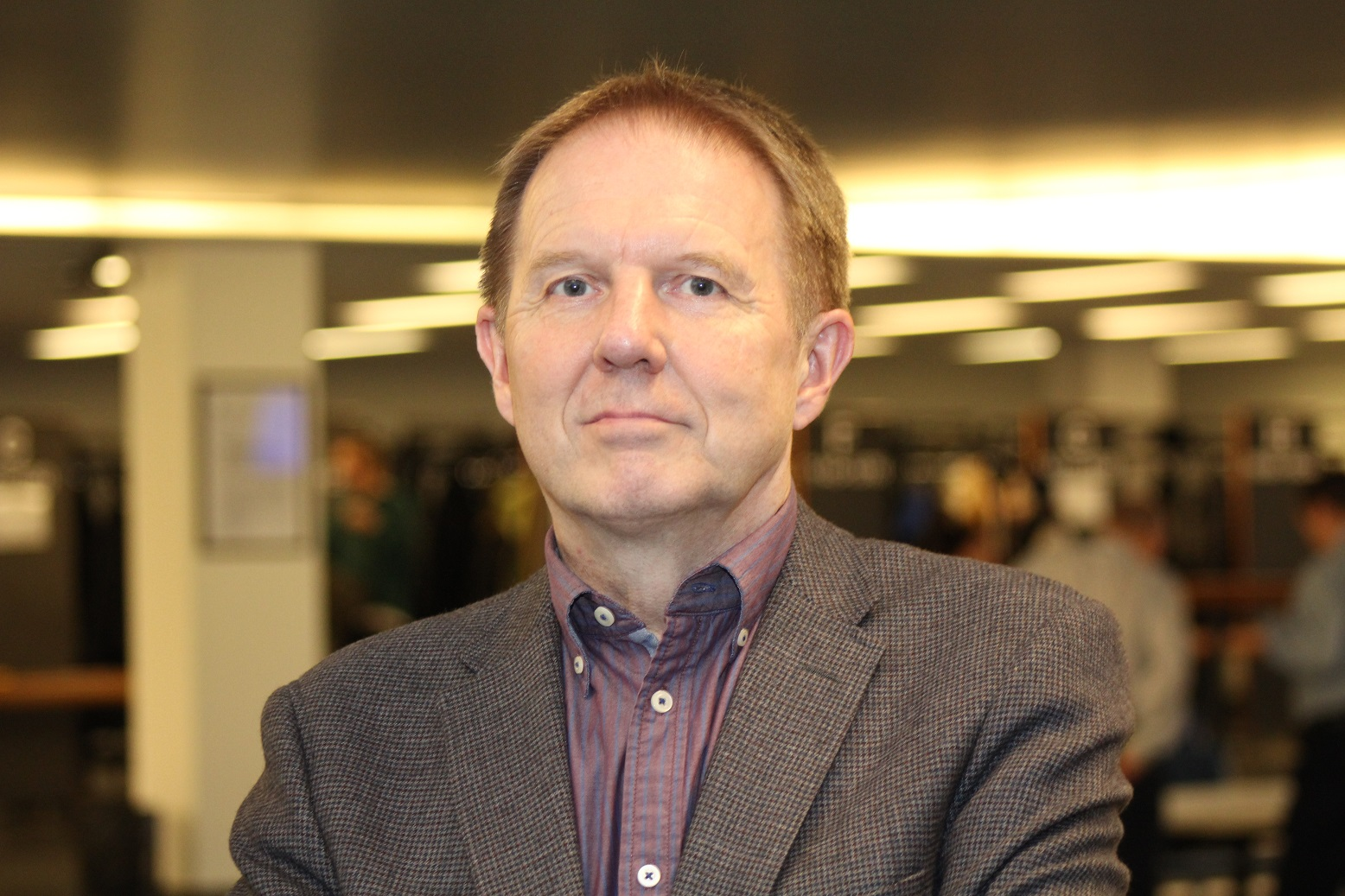 Dosentti, yliopistonlehtori Pekka Louhiala edusti tutkimusseminaarissa kriittistä näkemystä CAM-hoitoihin. Hän ei laittaisi rahaa sellaisten hoitojen tutkimukseen, joiden vaikutusmekanismia ei voida selittää uskottavasti.