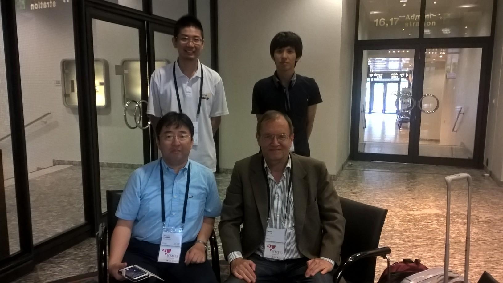 Japanilais-suomalainen tapaaminen konferenssikeskuksen lobbaussaleissa. Takehiro Kihira takarivissä oikealla.