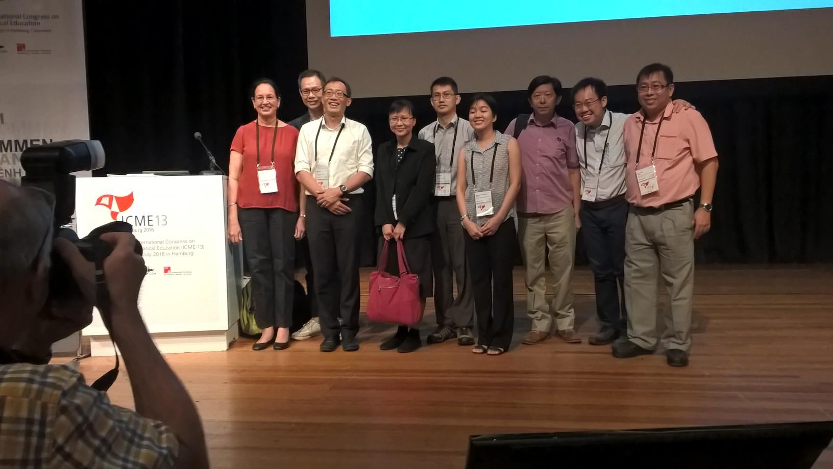 Singaporelainen opettaja- ja tutkijatiimi paistatteli maailman parhaiden oppimistulosten loisteessa. He sanoivat että mitään singaporelaista taikatemppua ei ole, vaan kaikki perustuu ihan tavalliseen työntekoon.