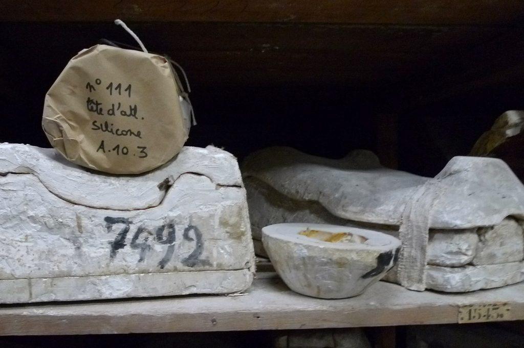 Ensisijainen syyni osallistua Wiki Loves Art –hankkeeseen oli, että sen yhteydessä pääsi vierailulle 50-vuotisjuhlapuiston museon kipsivalamoon. Opetus- ja koristetarkoitukseen tehty kopiotuotanto on vähintään yhtä kiehtovaa kuin korvaamattomat ja ainutkertaiset teokset.
