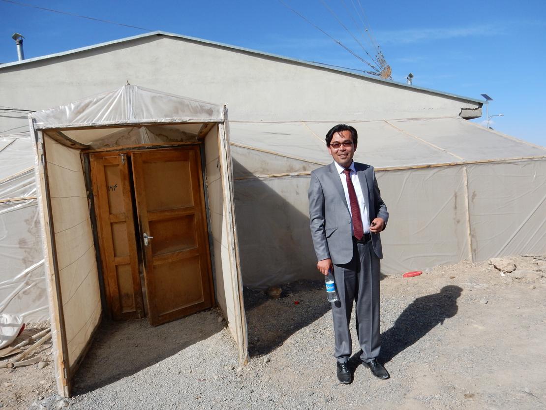Radio Bamyanin lähetysvirran laadusta vastaava Hassan Khaliqi työskentelee myös maatalouskoulun rehtorina. Radion sisäänkäynti on suojattu telttamaisella rakenteella talven pakkasilta, kesän helteitä ja hiekkaisilta tuulilta. Khaliqi toivoisi yhteistyötä suomalaisten maatalousoppilaitosten kanssa viljelylajikkeiden testauksessa.