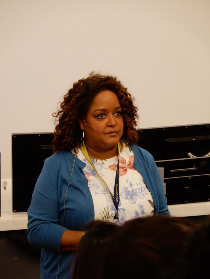 Amerikkalainen apulaisprofessori ja tutkiva journalisti Cheryl W. Thompson on pidetty luennoitsija, joka on julkaissut laajoja tutkivan journalismin keinoin toteutettuja juttukokonaisuuksiaan Washington Postin jakelukanavissa ja tehnyt niihin liittyen nettivideoita.
