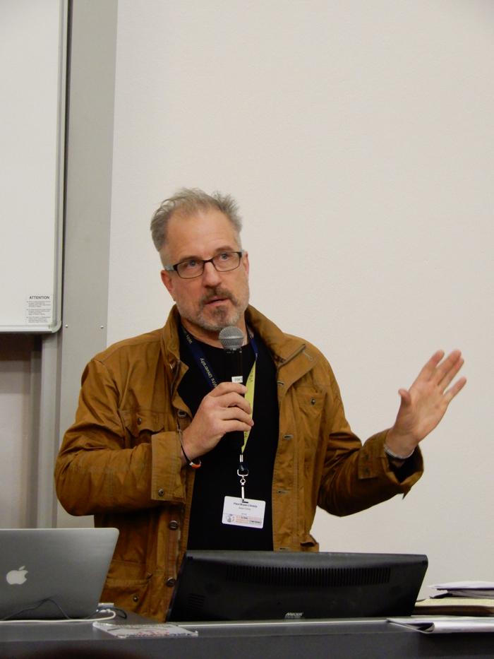 National Geographicin toimittaja Bryan Christy on tutkinut paljon etenkin norsunluun laitonta kauppaa ja sen reittejä Kiinaan.
