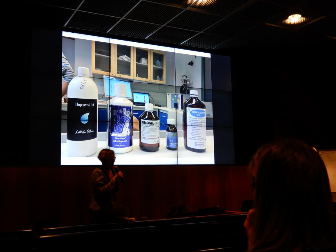 Ylen Annvi Gardberg testautti viiden kotimaisen hopeavesituotteen hopeapitoisuudet tehdessään Spotlight-ohjelmaa. Kaikki hopeavesituotteet eivät sisältäneet sitä, mitä valmistajat ilmoittivat niiden sisältävän.