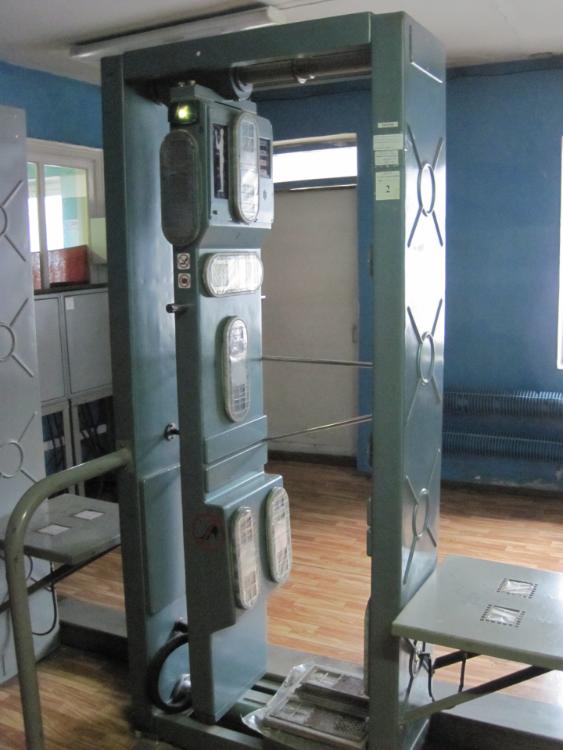 Tarkastuspisteillä vierailijoiden säteilytaso tarkastetaan bioskannerilla