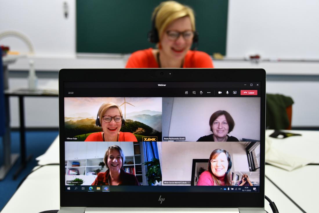 Kuvassa ihmisiä videoneuvottelutilanteessa.